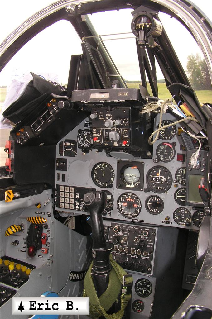 http://leptitfanadu2000.free.fr/PHOTOS/DASSAULT-DORNIER/Alpha-jet/GRANDE/Alpha-jet%20port%20grande%20%2810%29.JPG